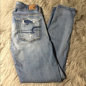 🦋👖AMERICAN EAGLE DISTRESSED SKINNY JEANS